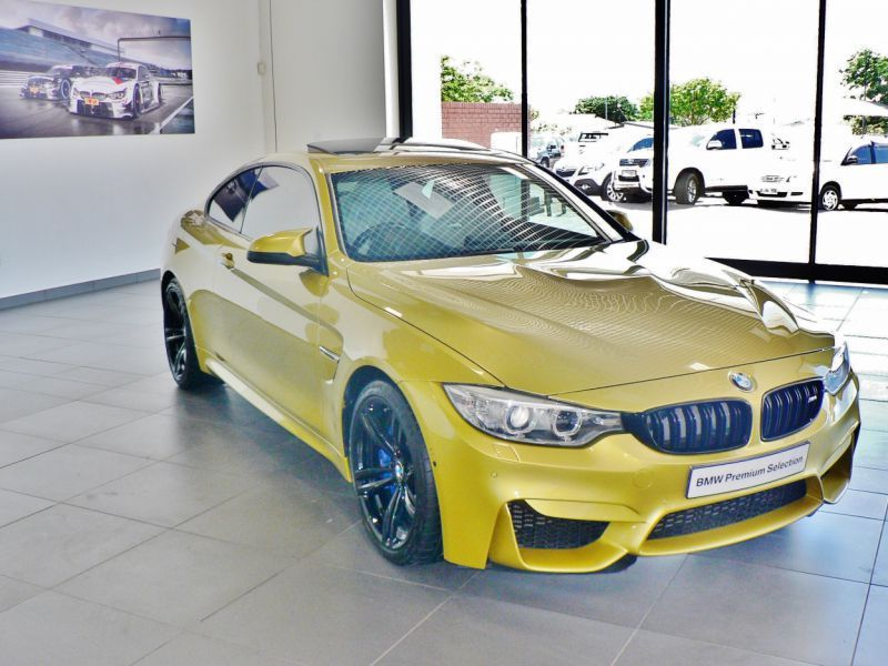 2014 bmw m4 coupe for sale 27 000 km automatic transmission capital motors. Black Bedroom Furniture Sets. Home Design Ideas