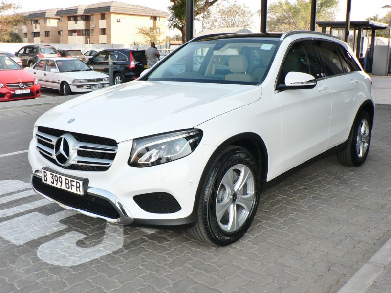 2017 mercedes benz glc 300 for sale 1 000 km automatic transmission naledi motors. Black Bedroom Furniture Sets. Home Design Ideas