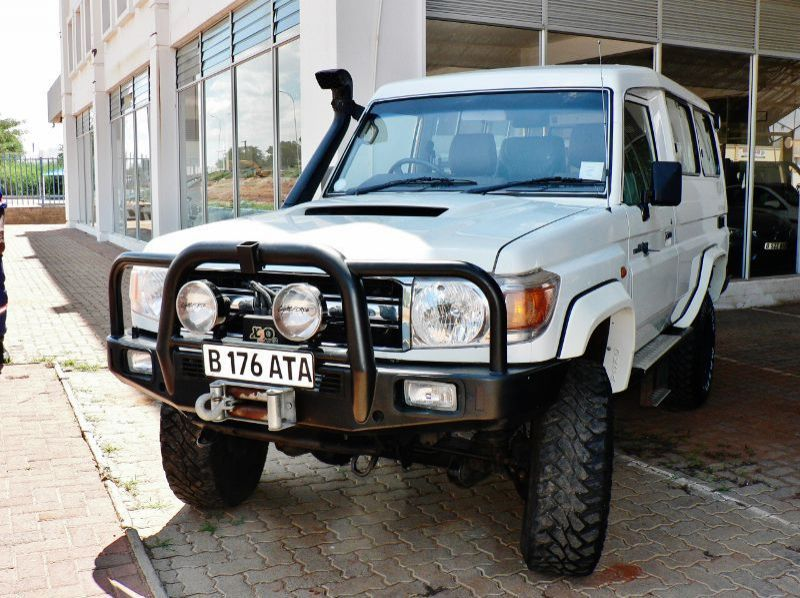 Used Toyota Land Cruiser Trooper V8  for sale in Gaborone, Botswana