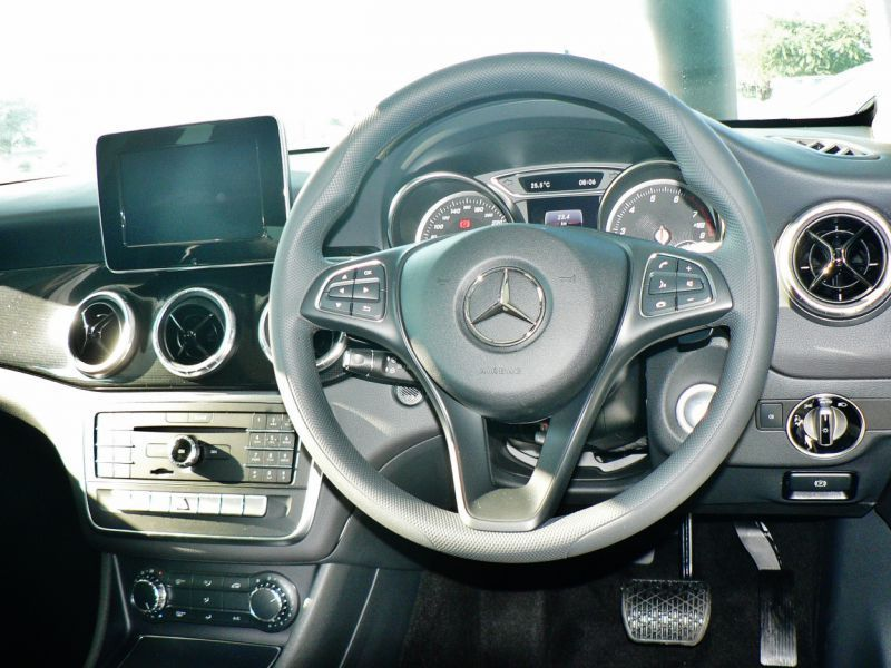 2018 Mercedes-Benz CLA 200 pictures