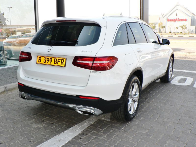 2017 Mercedes-Benz GLC 300 pictures