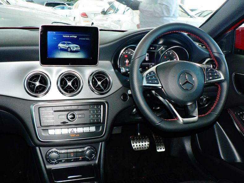 2019 Mercedes-Benz GLA 200 pictures