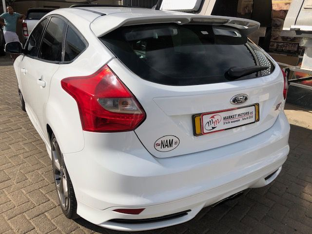 2015 Ford Focus 2.0 GTDi ST pictures