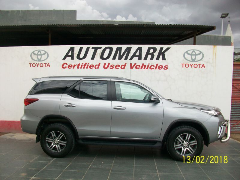 Toyota 2.8 FORTUNER 4X4 MANUAL in Paraguay