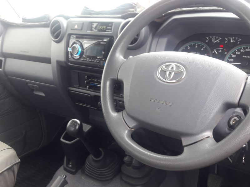 2015 Toyota 4.5 V8 SINGLE CAB pictures