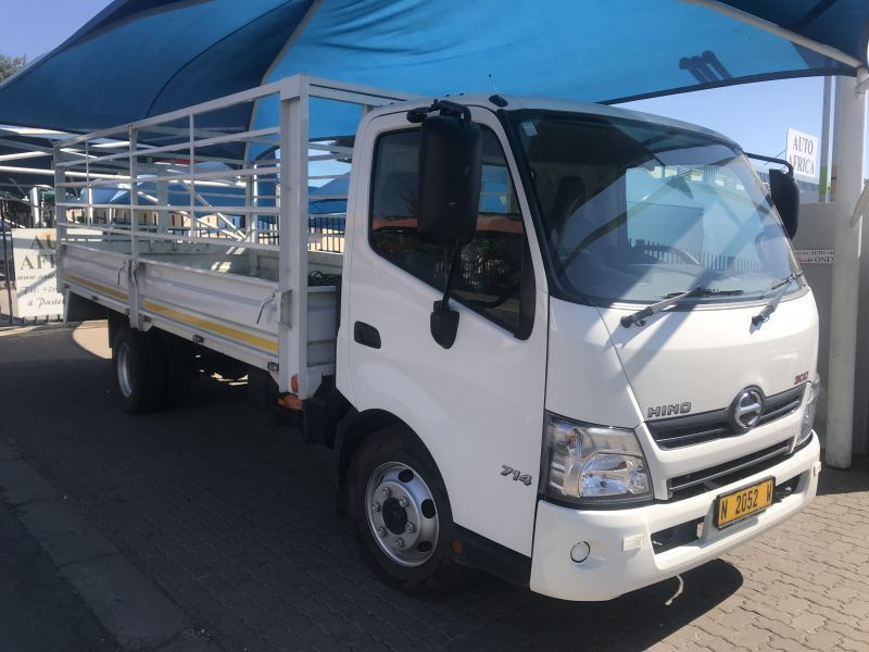 2016 Hino Hino 714 300 LWB pictures