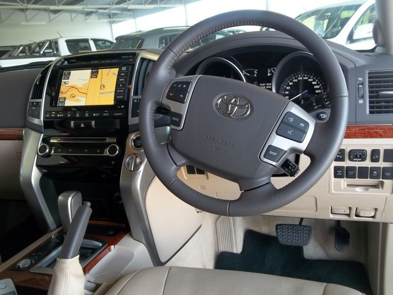 2015 Toyota LAND CRUISER 200 V8 VX pictures