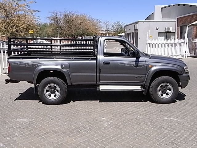 Toyota 2.7i  2x4 S/Cab Hilux in Paraguay