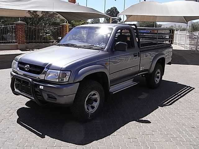 2002 Toyota 2.7i  2x4 S/Cab Hilux pictures