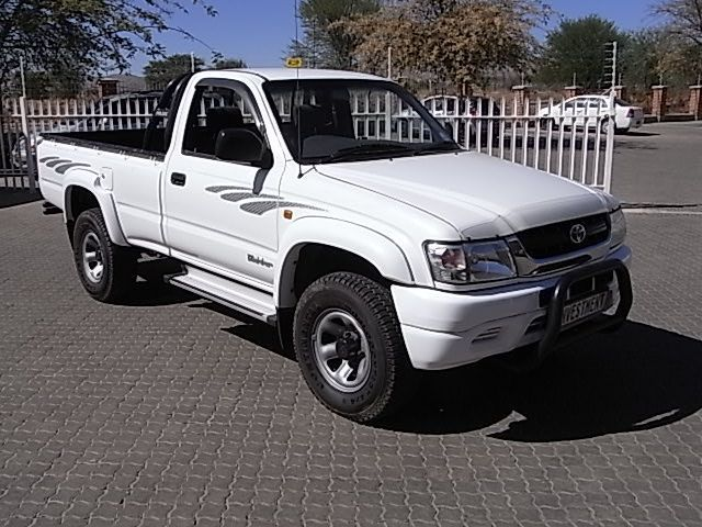 Toyota Hilux 2.7i 2x4 S/cab in Paraguay