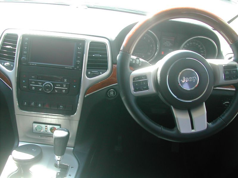 2011 Jeep Grand Cherokee V8 pictures