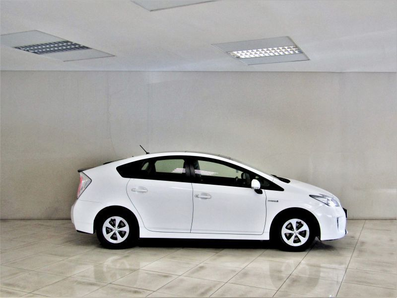 2015 toyota prius 1 8 hybrid for sale 13 727 km automatic transmission indongo toyota. Black Bedroom Furniture Sets. Home Design Ideas