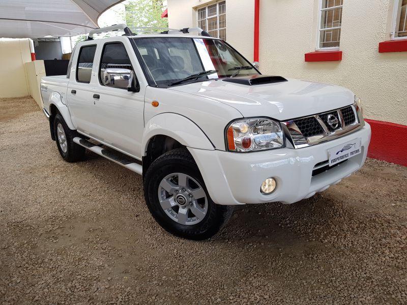 nissan 2 5td hardbody double cab 4x4 in paraguay. Black Bedroom Furniture Sets. Home Design Ideas