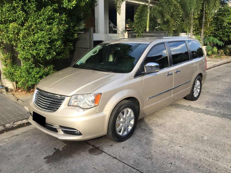 2013 chrysler town and country for sale 25 000 km automatic transmission cars manila. Black Bedroom Furniture Sets. Home Design Ideas