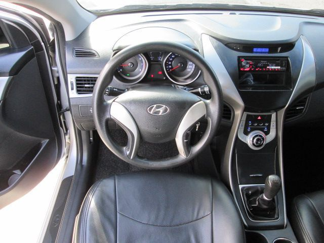 2012 hyundai elantra for sale 56 000 km manual. Black Bedroom Furniture Sets. Home Design Ideas